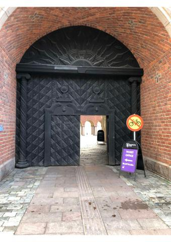 Getting married in Stockholm City Hall grand front door